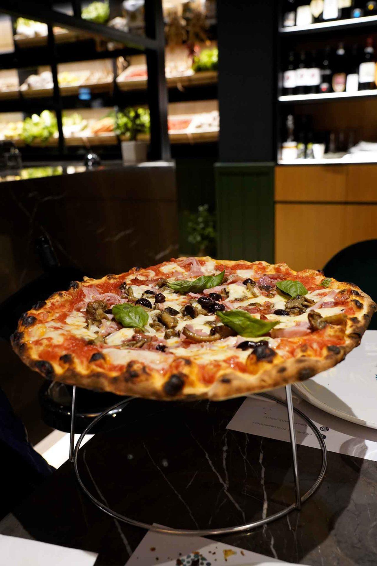 pizza di Giuseppe Pignalosa alla pizzeria Le Parùle di Ercolano