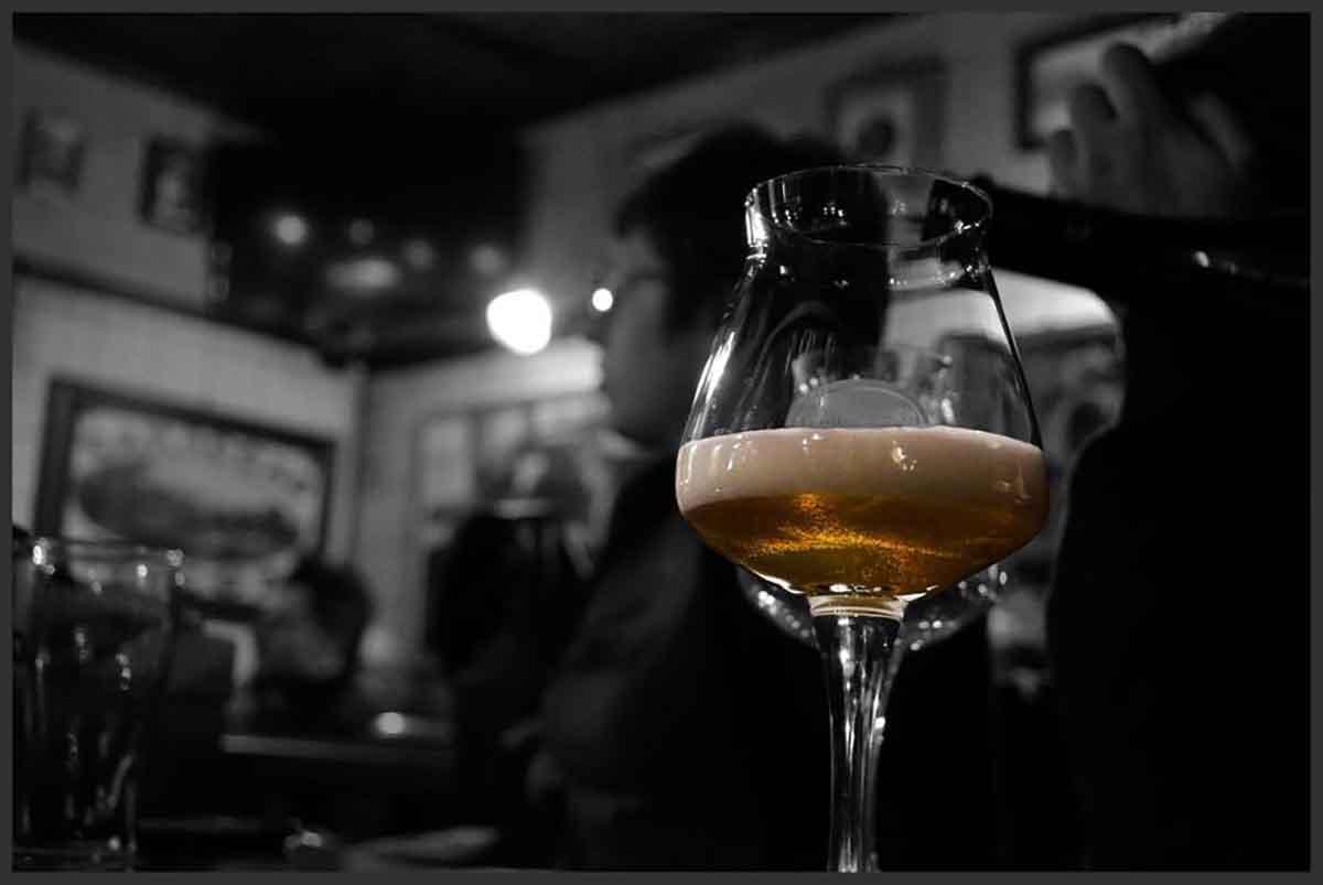 birra nel bicchiere