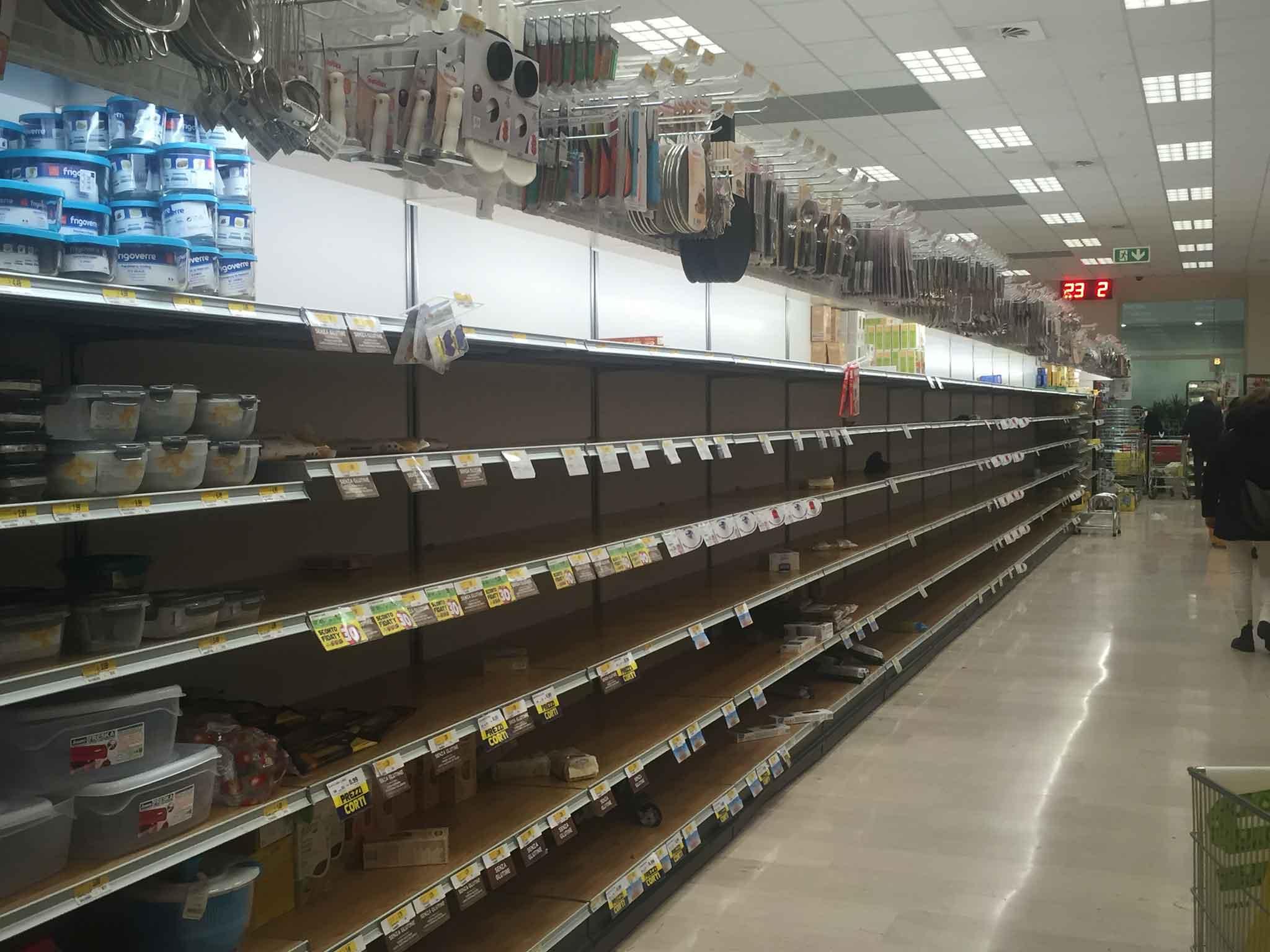 Coronavirus. Come sopravvivere ai supermercati svuotati a Milano