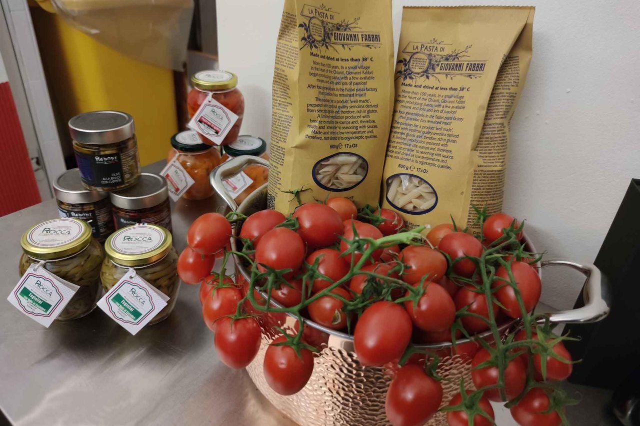 bistrot con bottega di prodotti italiani