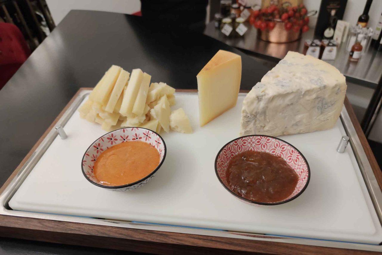 tagliere di formaggi italiani