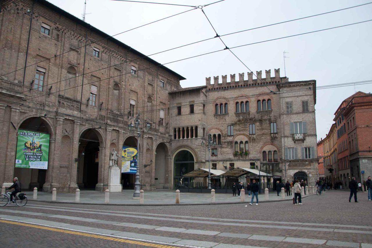 Il palazzo del comune di Parma ph Wikimedia Commons CC