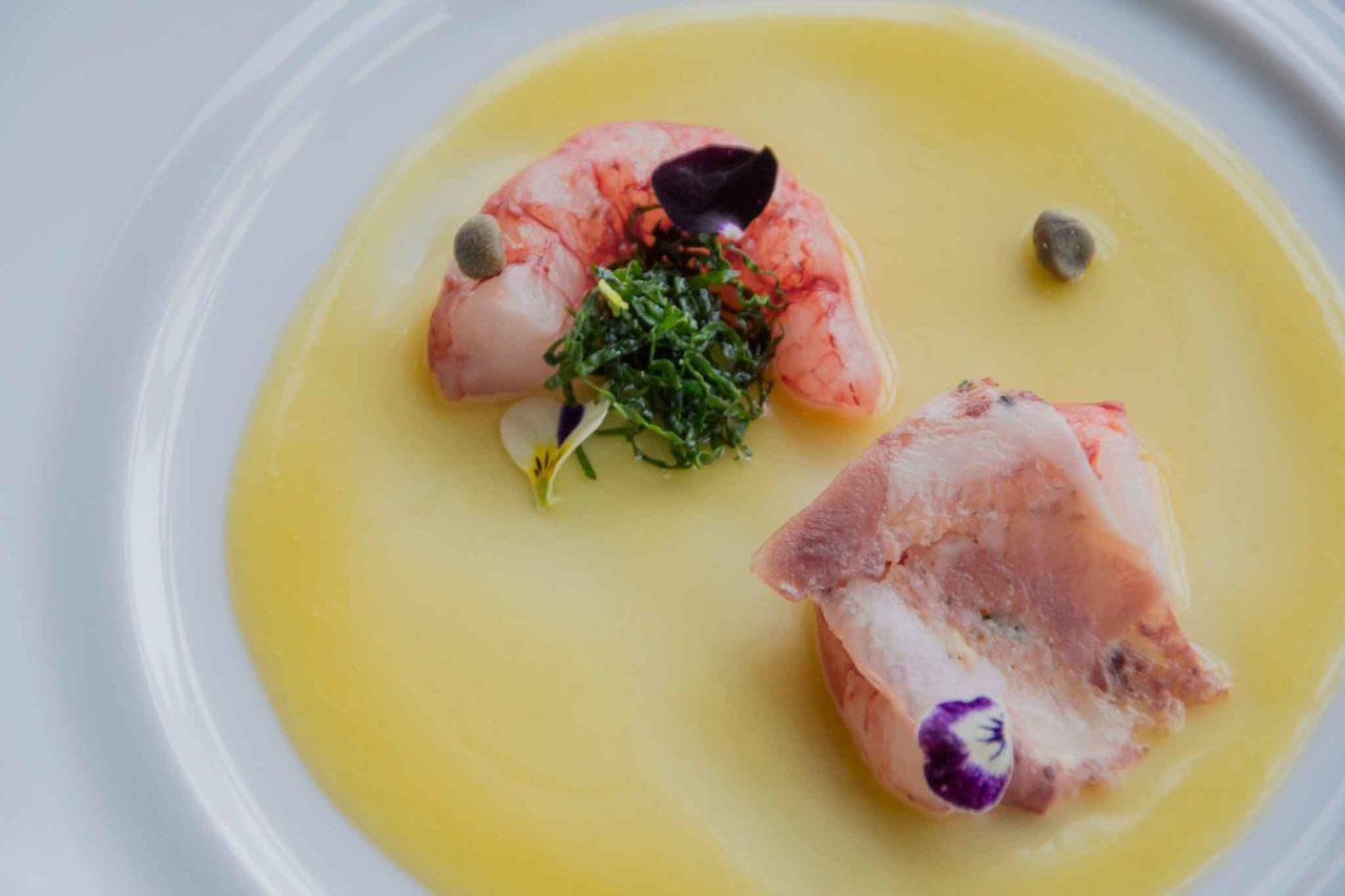 Gamberi rossi, maionese di limone e miele, capperi, soppressata, ristorante osticcio di Montalcino, chef Ronald Bukri