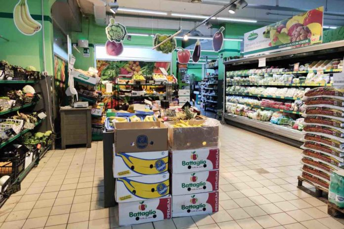 supermercato vuoto per coronavirus