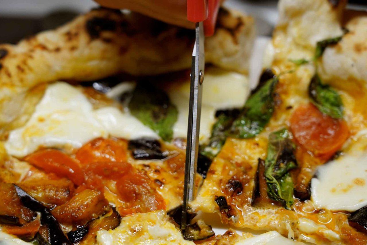pizza e forbici