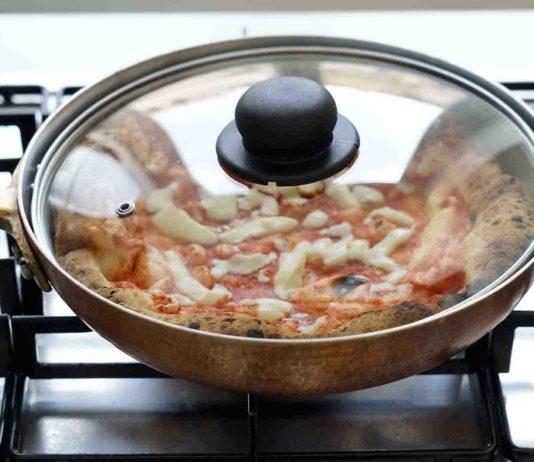 pizza margherita nella padella