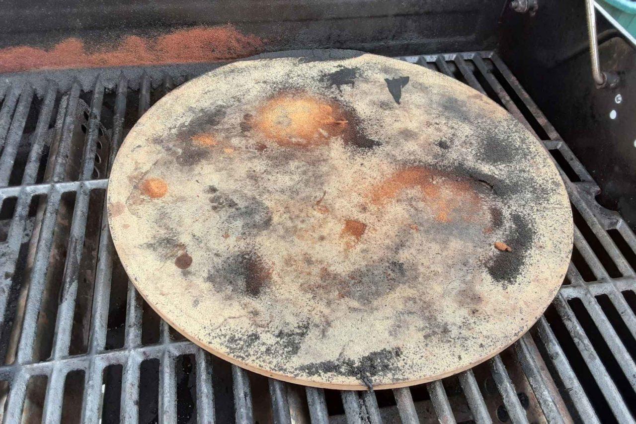 pietra refrattaria per cuocere la pizza nel barbecue