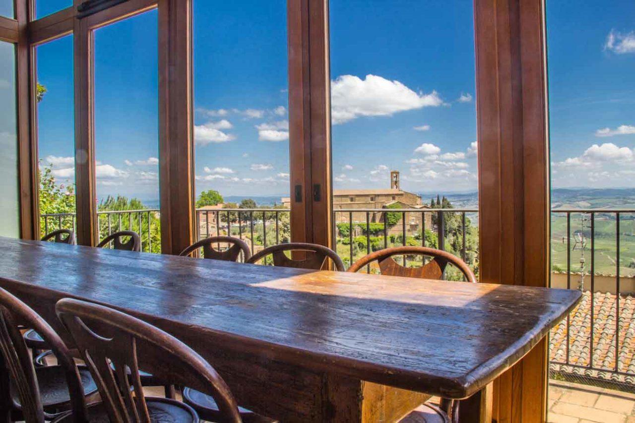Ristorante Osticcio a Montalcino: interni e panorama