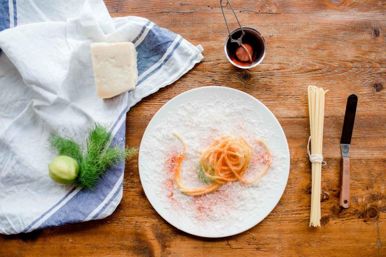 spaghetti al burro e parmigiano