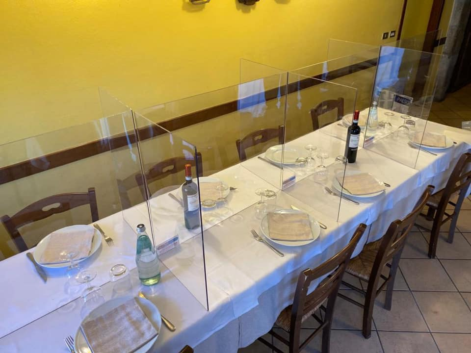 plexiglass sui tavoli