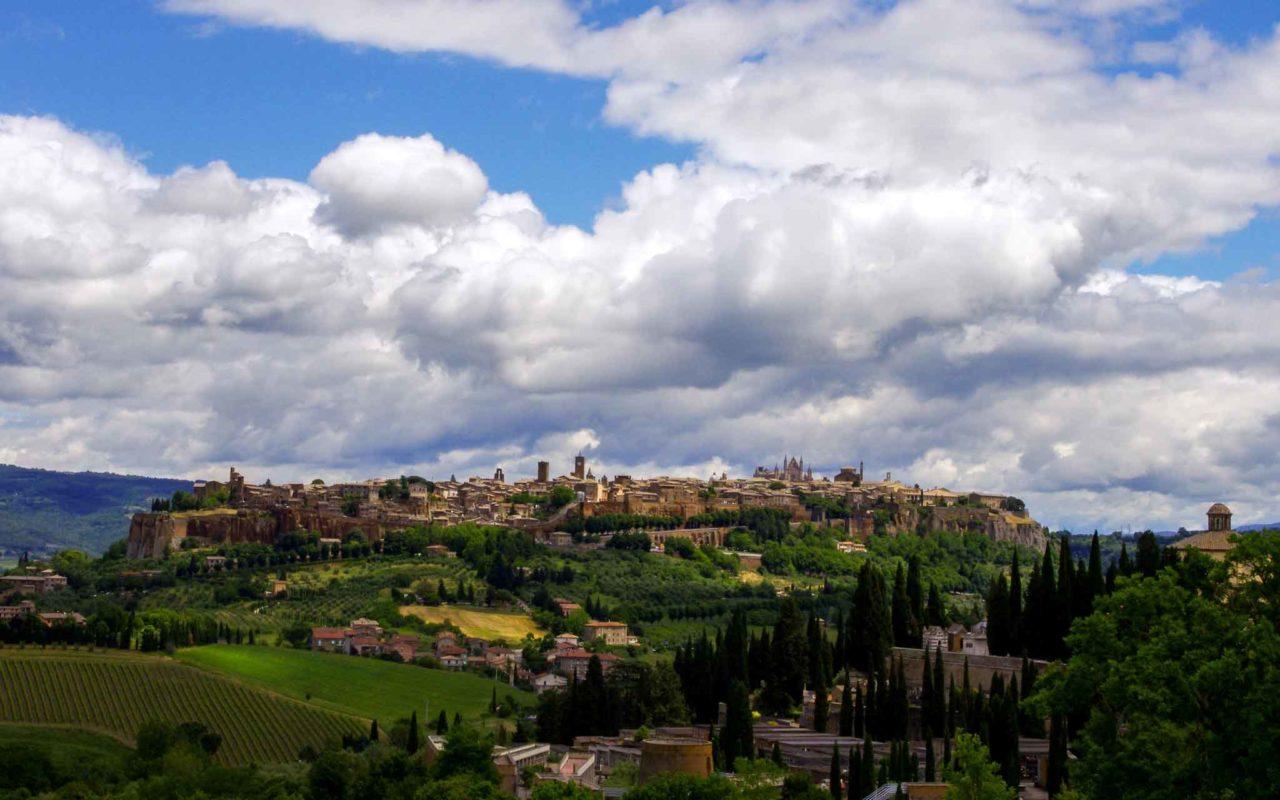Veduta di Orvieto, gioiello dell'Umbria