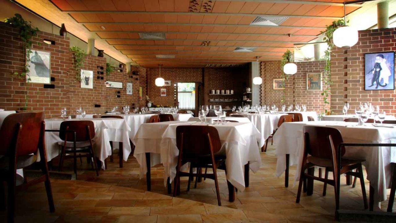 Interno del ristorante al gatto nero torino