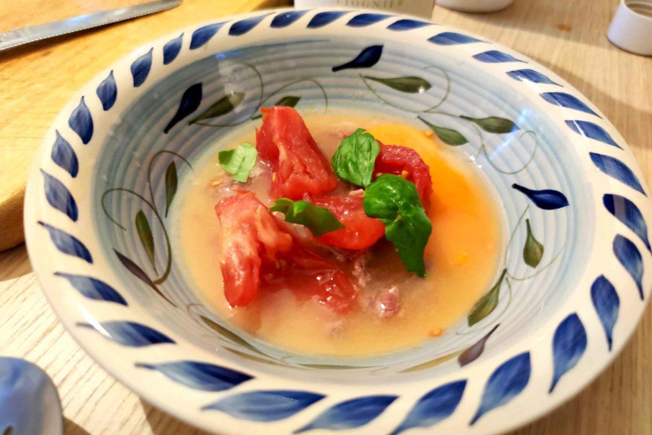 zuppa con carne trita, uovo e pomodoro di Massimo Viglietti