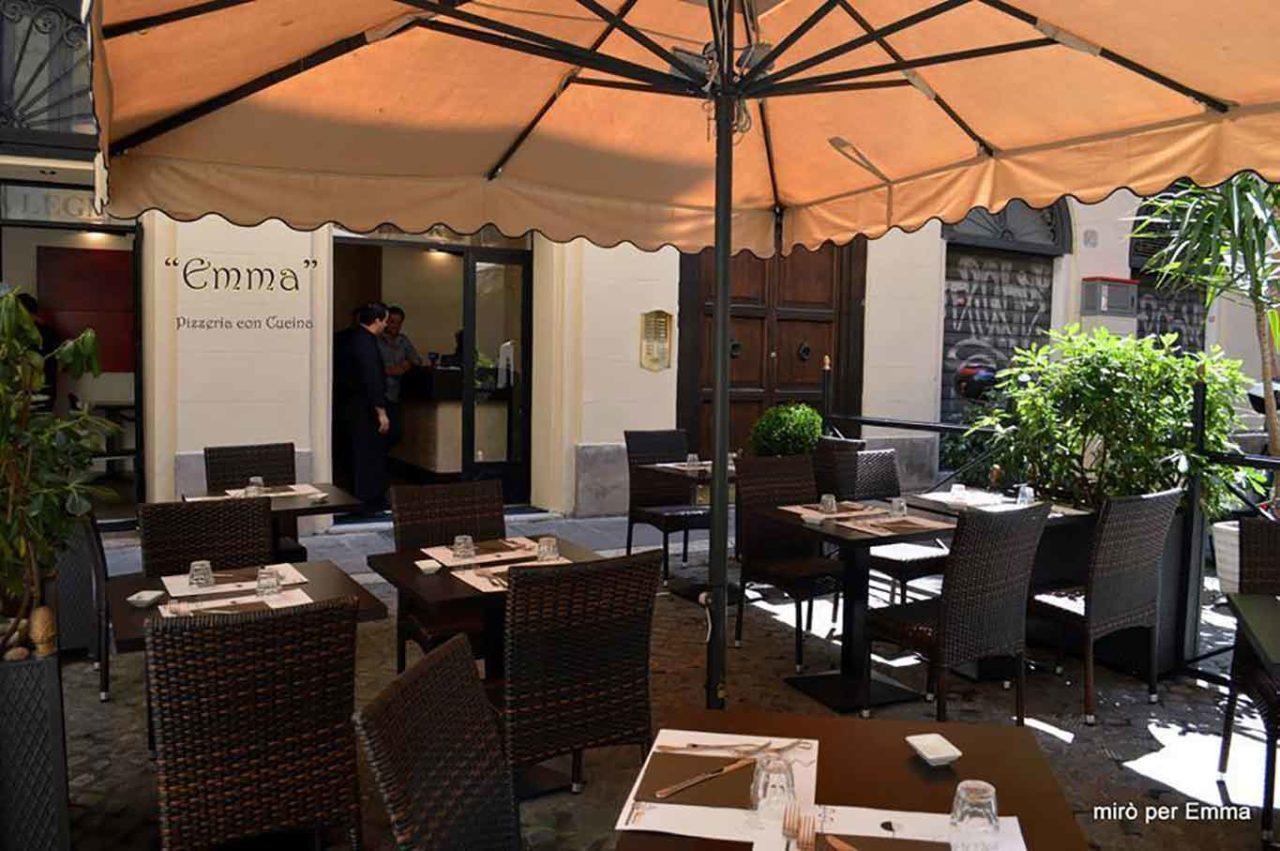 Emma pizzeria con tavoli all'aperto