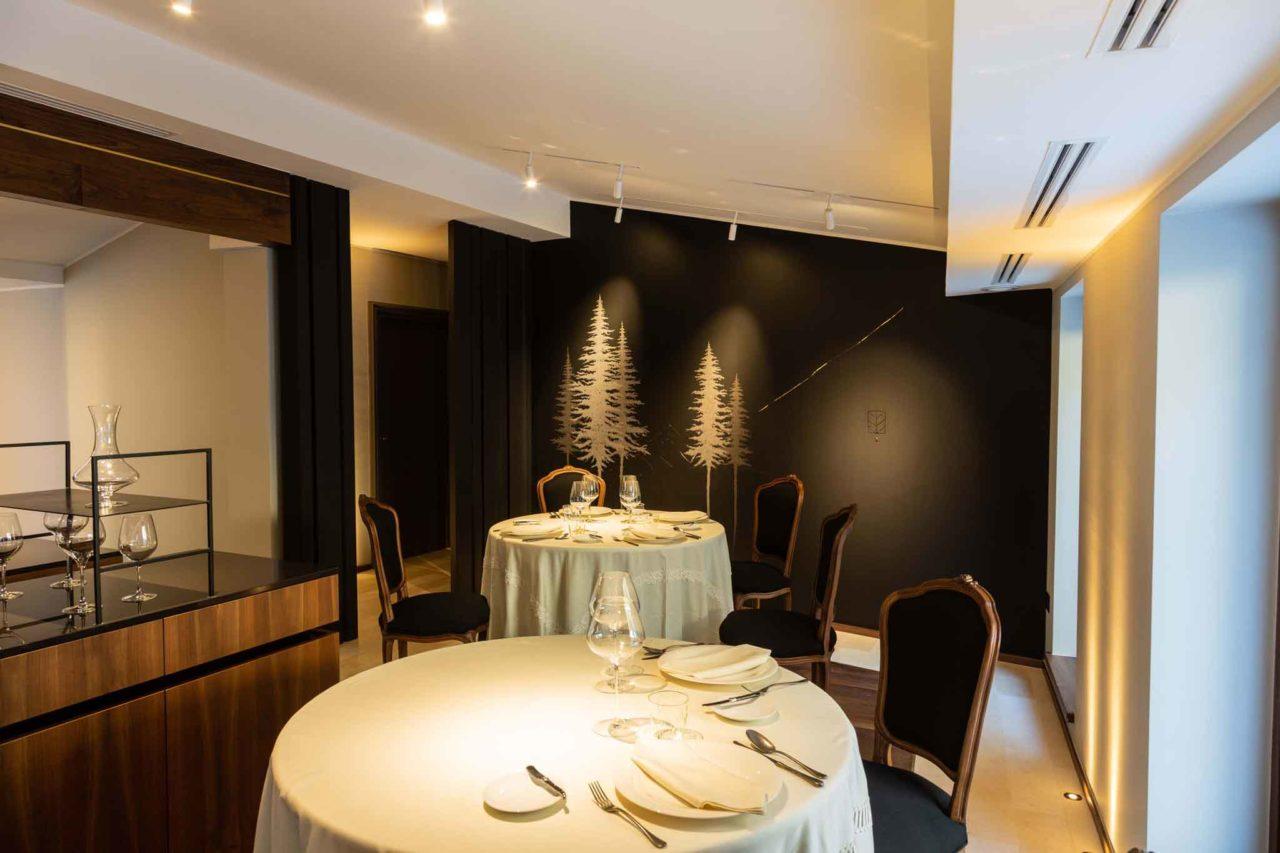 L'interno di Hyle ristorante, biafora resort