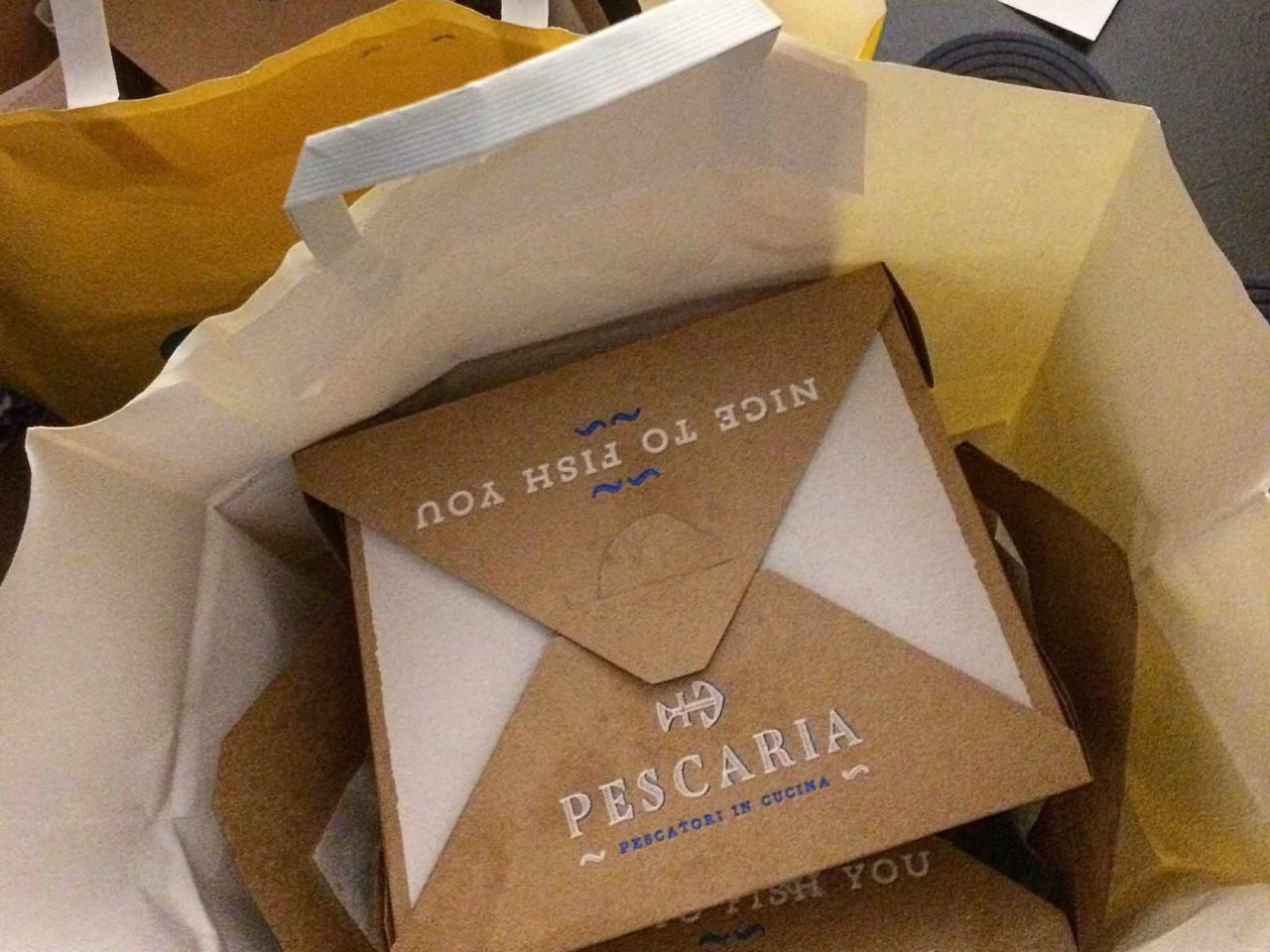 Una delivery box di Pescaria Milano
