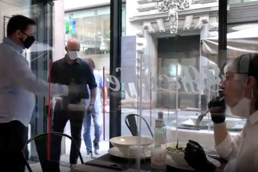 tavoli plexiglass al ristorante