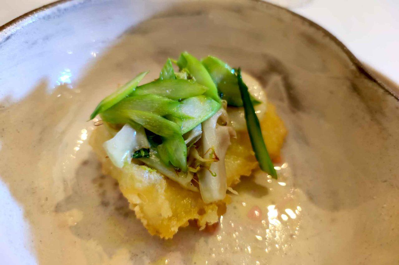 caciottina croccante con verdure di primavera