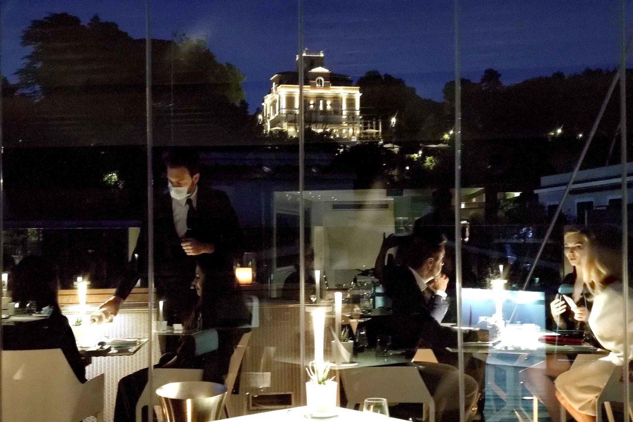 terrazza con vista all'Hi-Res per mangiare all'aperto