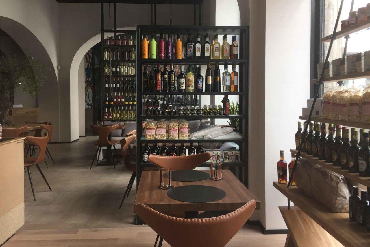 frades in via mazzini tavolo bottiglie  prodotti sardi