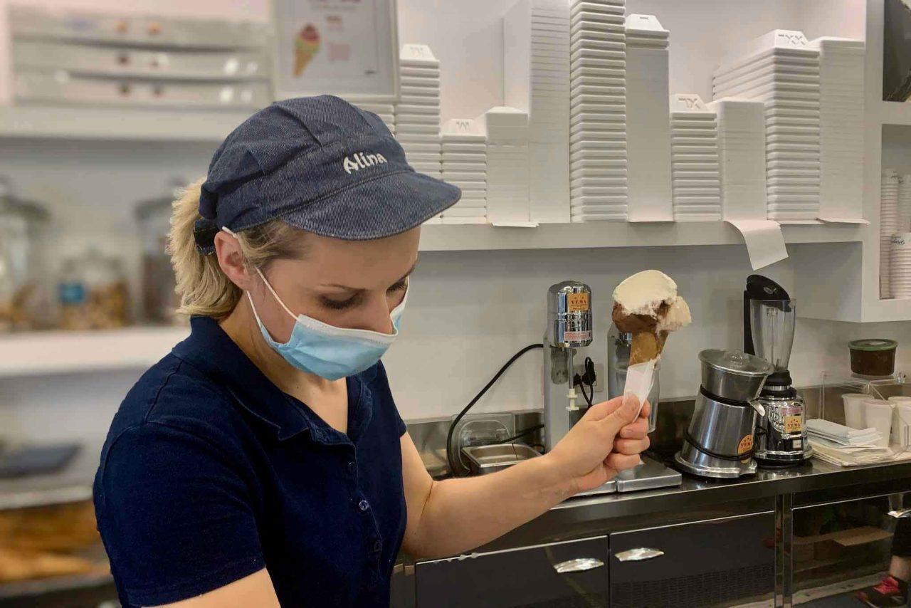 5 gelaterie migliori di Roma: Il Pinguino, cono servizio