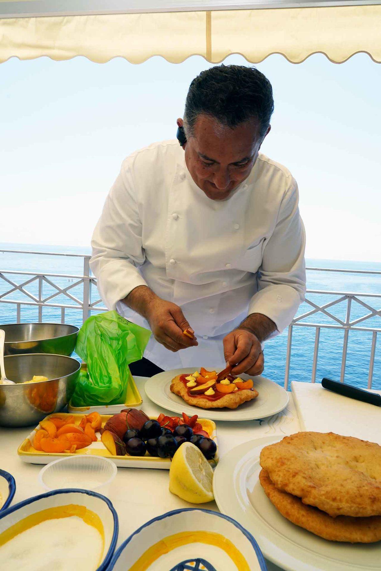 lezioni di pizza fritta: montanare dolci con la ricetta di Sal De Riso