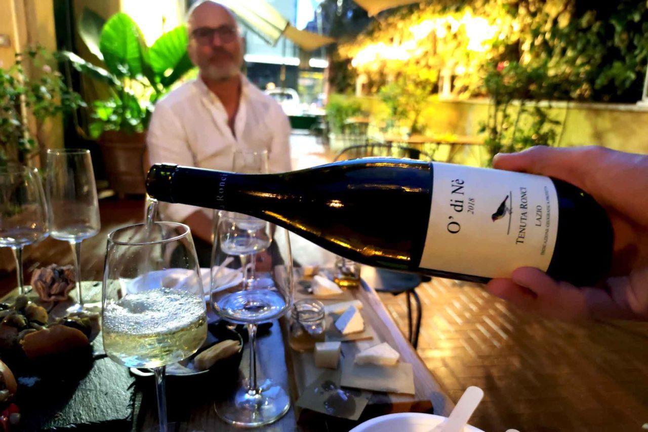 chardonnay del Lazio con il maritozzo rosso