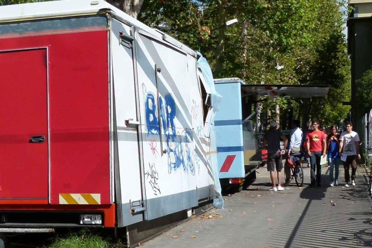 Autonegozio camioncino loreno tetti incendiato ph Massimiliano Mariani