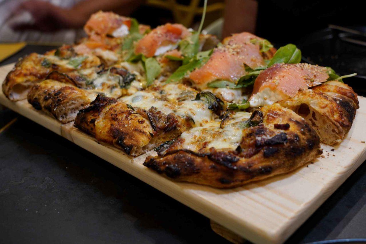 Fonderia Partenopea pizzeria Volla pizza alla pala due gusti