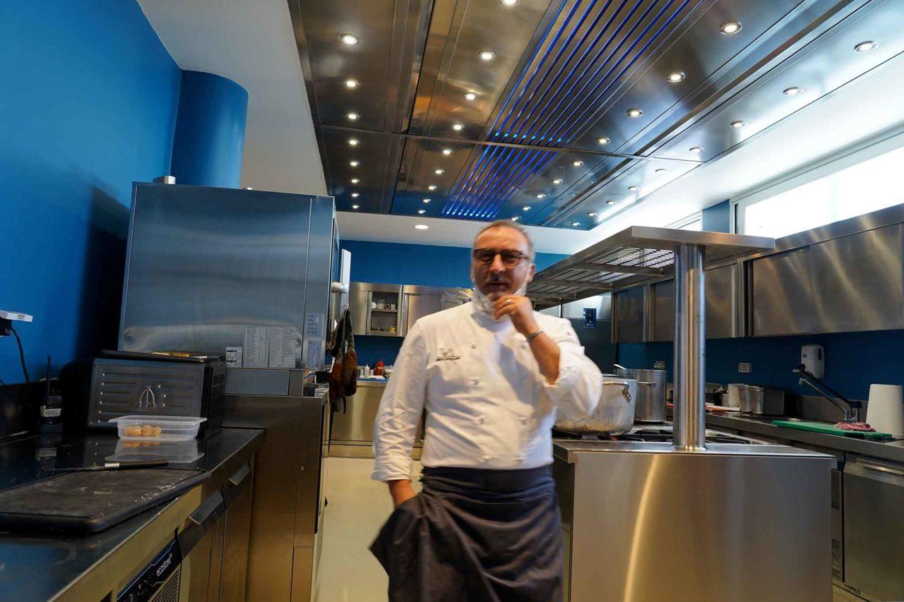 Lino Scaranno nella cucina di Palazzo Petrucci