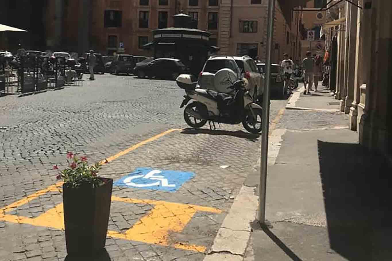 dehors o posto disabile armando al pantheon Roma