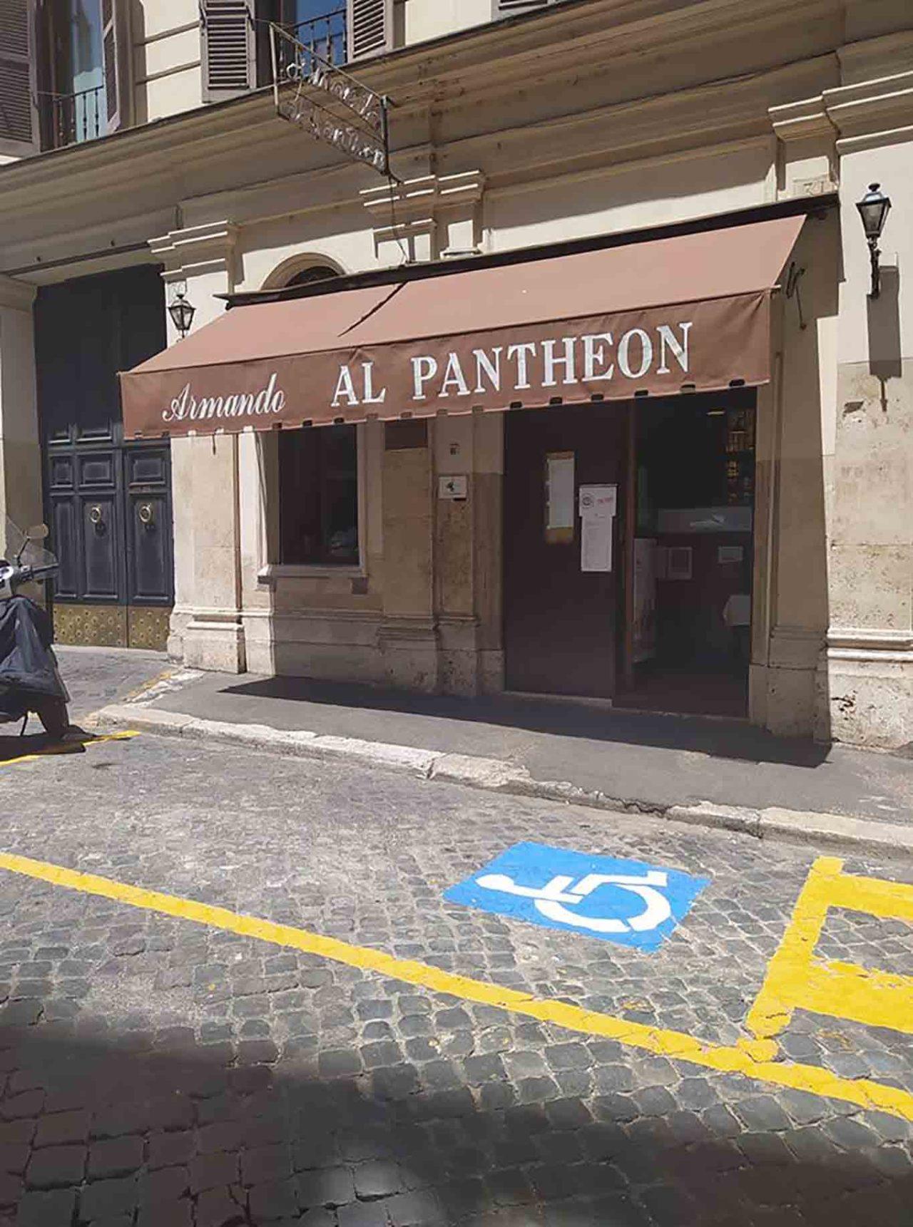 dehors parcheggio disabili Armando al Pantheon