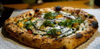 pizza pesto di basilico La Famiglia a Casapulla Caserta