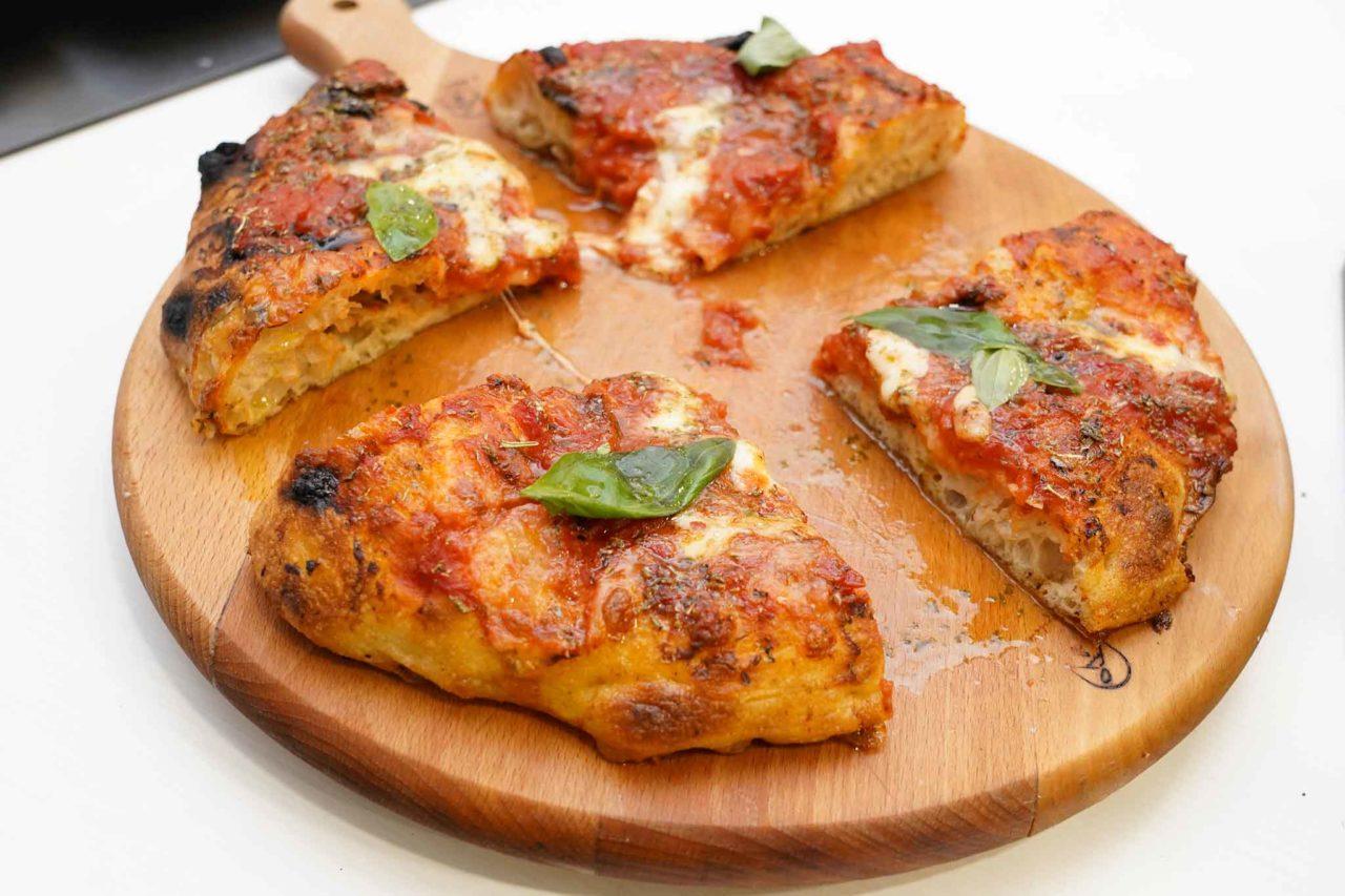 pizzeria I Fontana Somma Vesuviana margherinara pizza nel ruoto