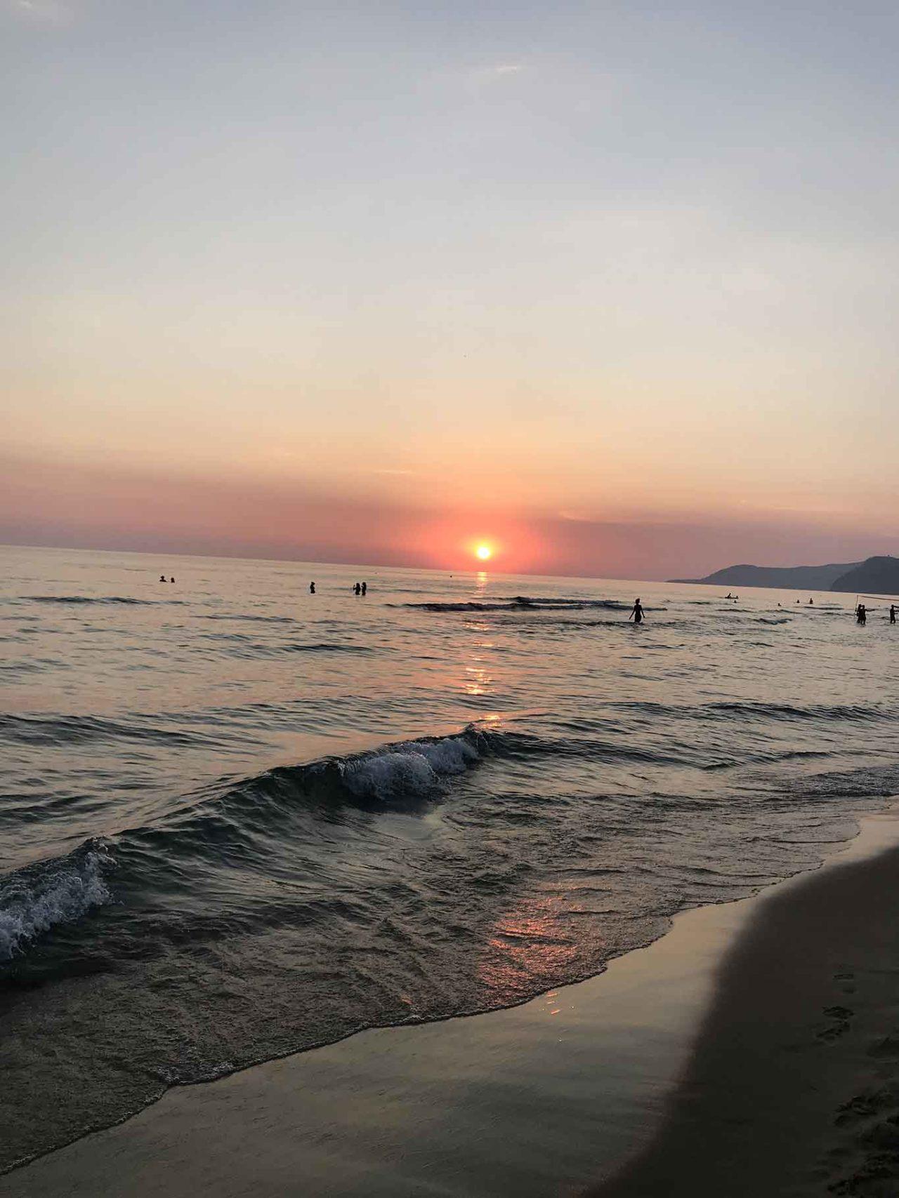 Acciaroli Cilento spiaggia tramonto