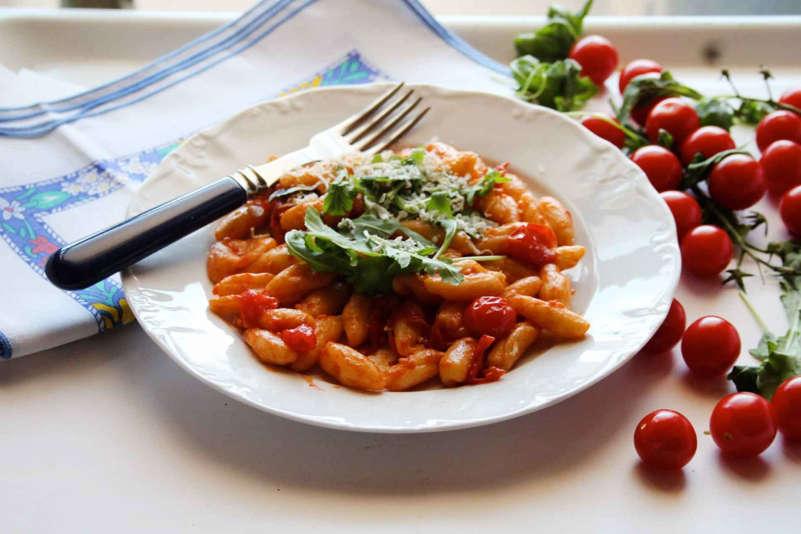 cavatelli pugliesi con pomodorini rucola selvatica e cacioricotta ricetta