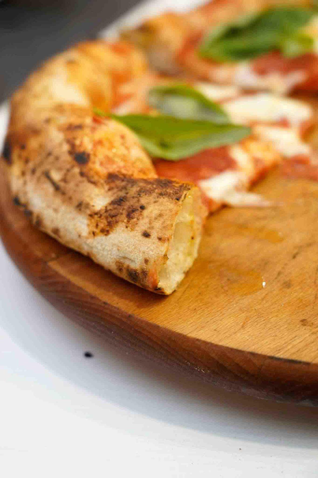 cornicione pizza margherita pizzeria I Fontana Somma Vesuviana