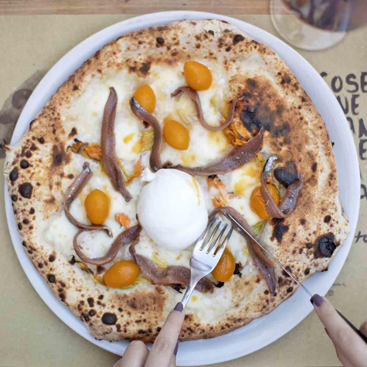 pizza con alici del Cantabrico Frumento pizzeria Acireale Catania