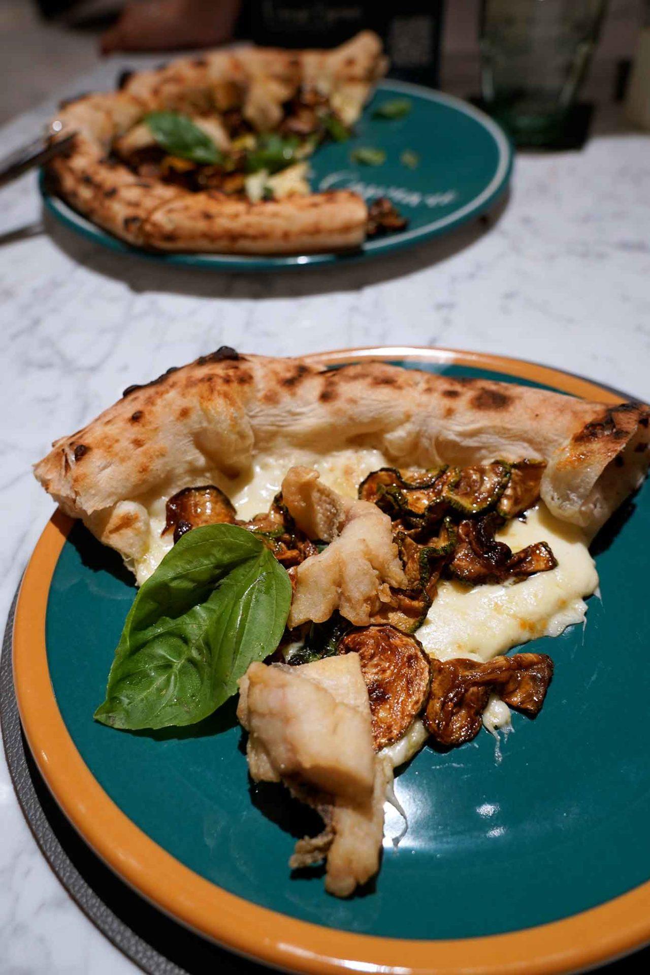 spigola fritta e scapece di zucchine pizzeria Vincenzo Capuano Pozzuoli
