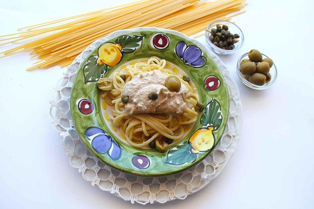 Spaghetti con la crema di tonno: ricetta estiva presto e bene
