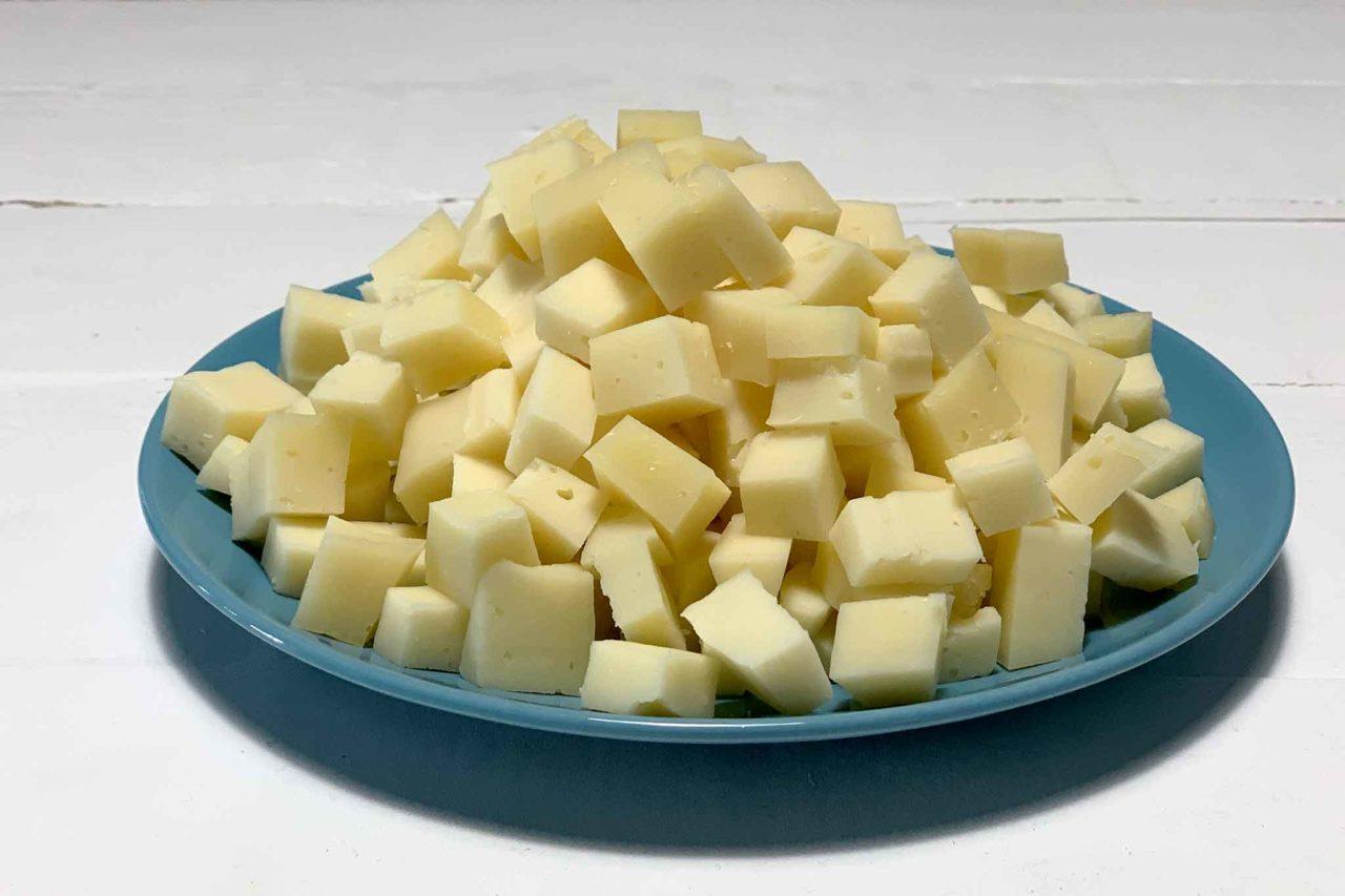 formaggio montasio a dadini