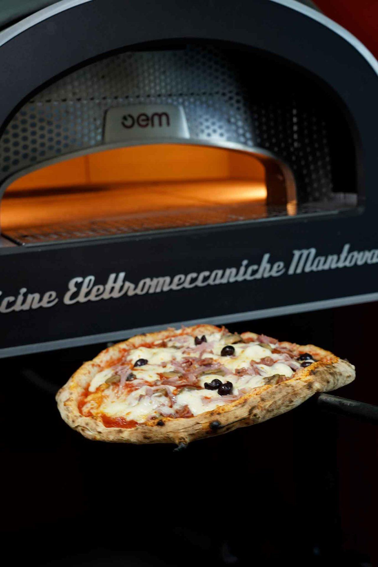 forno elettrico Officine Elettromeccaniche Mantovane Dome pizza capricciosa
