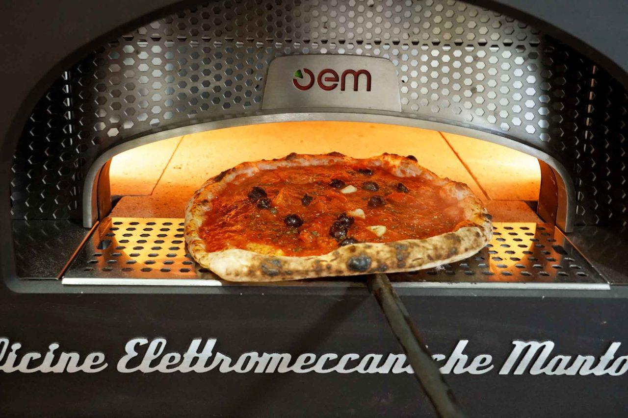 pizza napoletana con le alici Gina Pizza Portici
