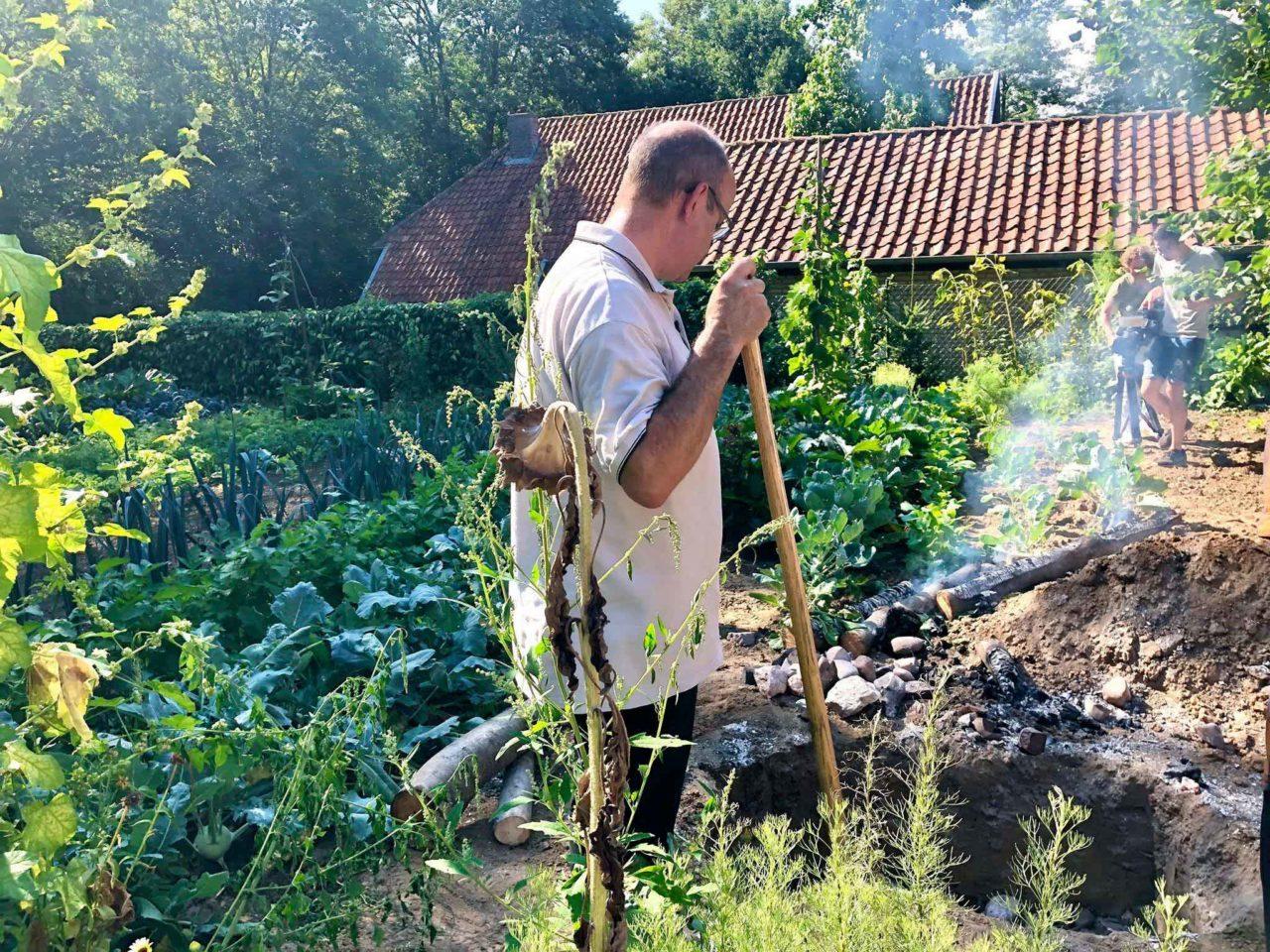 Aan Sjuuteeänjd ristorante sostenibile Olanda cottura forno interrato