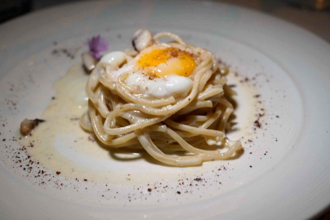 spaghetto al torchio carbonara anguilla Caffè La Crepa Isola Dovarese