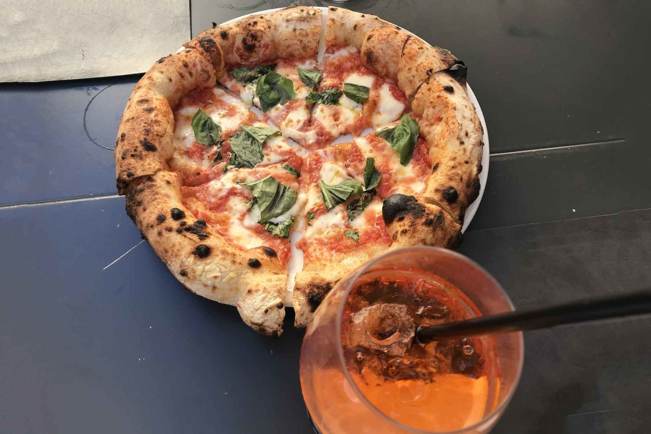 pizza margherita e spritz