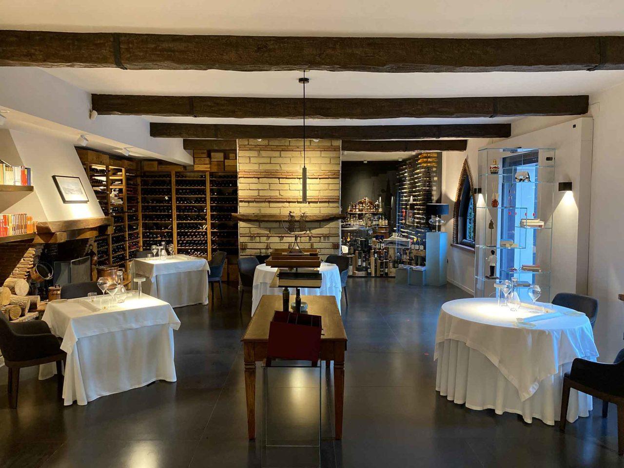 Taverna Estia ristorante Brusciano Napoli sala