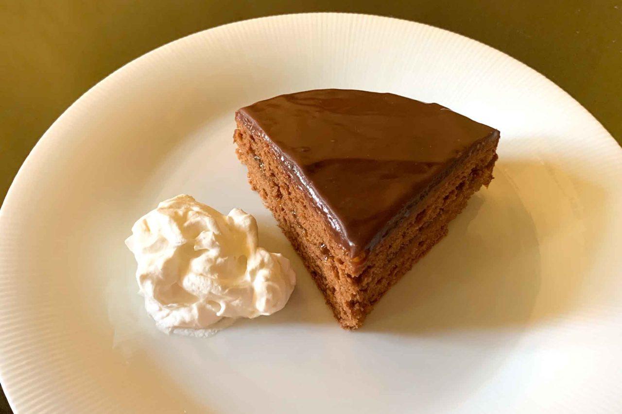 Torta Sacher fetta con panna