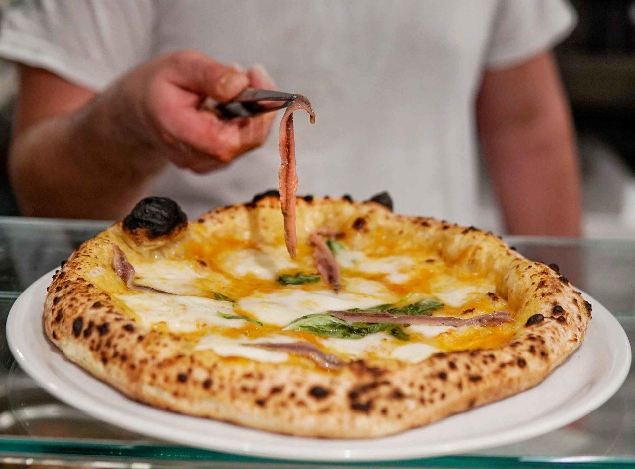 pizza con le alici di menaica pizzeria Da Zero Firenze