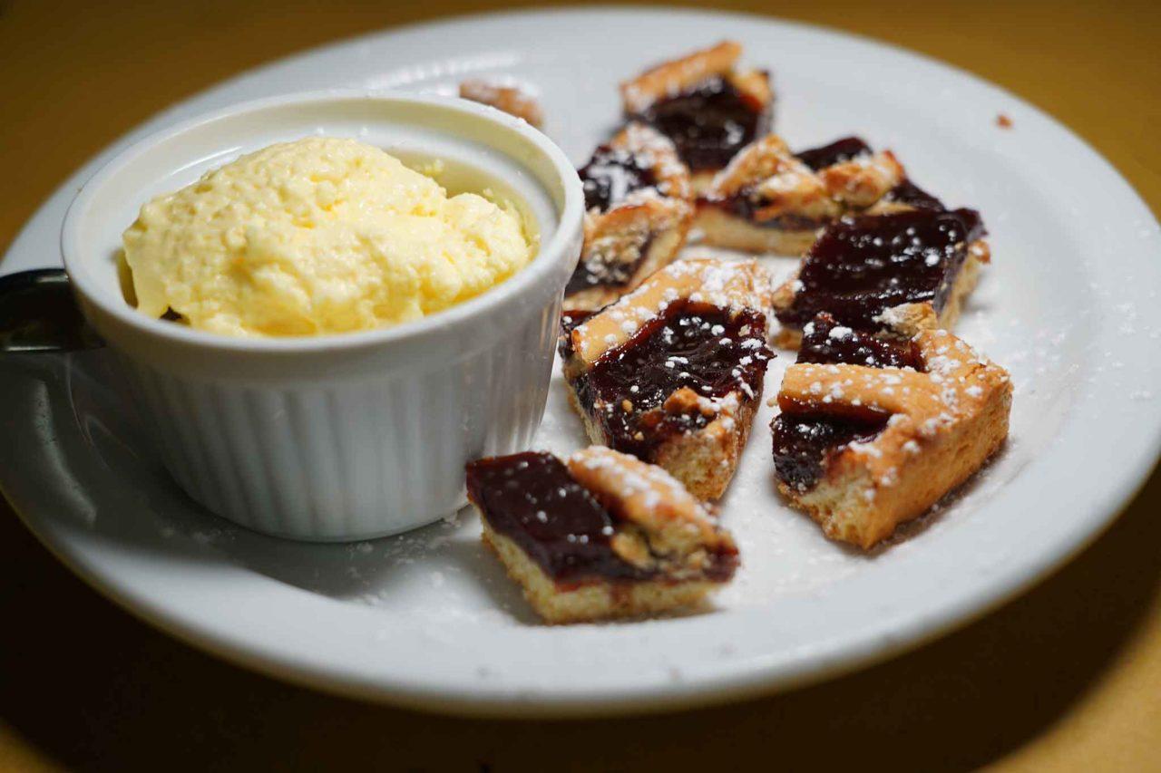 crostata con confettura e crema